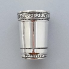 Серебряная стопка хю-07003461